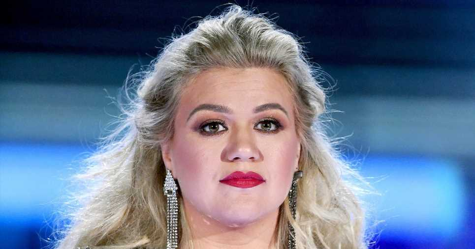 Kelly Clarkson Slams 'Fake News' That She Is Taking Weight-Loss Pills