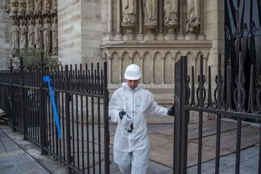 Notre-Dame cathedral site, schools shut over lead fears