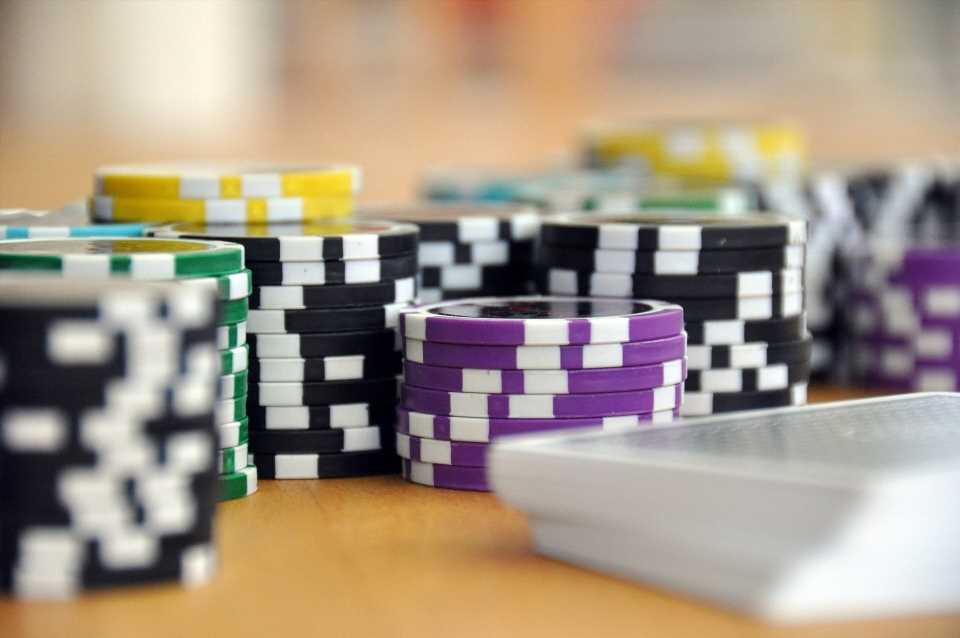 Study finds siblings of problem gamblers also impulsive, prone to risk-taking