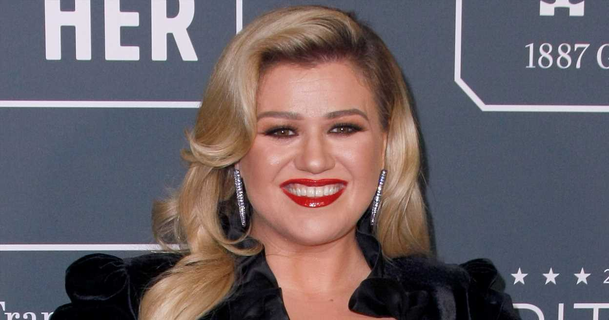 Kelly Clarkson Says She Used Her Son's Potty While Self-Isolating in Montana