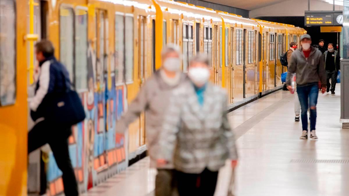 Historians analyze previous pandemics and pull sobering balance